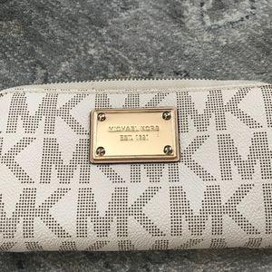 Authentic Michael Kors Jet Set Wallet/Wristlet